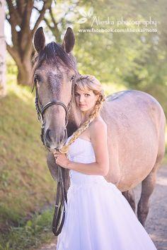 #horsewedding, #bride, #vintagewedding, #horse, #wedding, #vintage, #farm, #alieskaphoto, #equestrian
