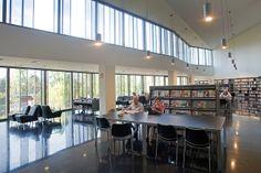 Biblioteca Zona Nord (Nou Barris, Barcelona)   Flickr: Intercambio de fotos