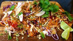 Restefest med grønnsakene fra kjøleskapet og kyllingrestene fra i går. Lise Finckenhagen setter sammen en sprø kylling og nudelsalat med asiatisk preg.