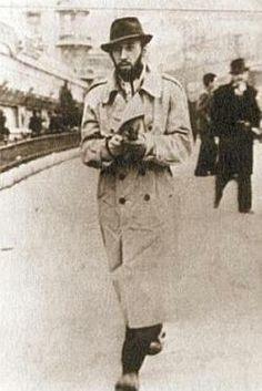 Orhan Veli.  Enis Batur'un yazısı: http://umutsuzlarparki.wordpress.com/2012/03/22/orhan-veli-mucizesi-enis-batur/