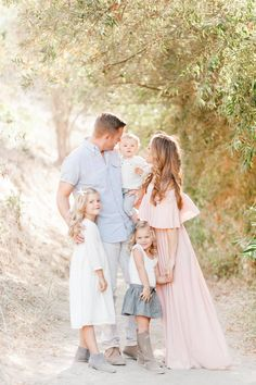 Love the pink & blue color combination in their outfits. Perfect for spring & summer family pictures