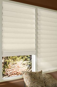 Vignette Modern Roman Shades By Hunter Douglas Available At Your Showcase Dealer Sheila S Window Toppers Calgary