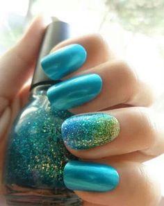 Mermaid nails via Flair.be (http://www.flair.be/nl/beauty/297215/nageltrend-zeemeerminnagels/)