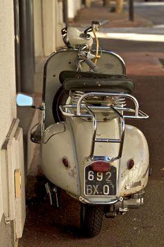 #Vespa 150cc del 1955 (circa) denominata Struzzo, la milionesima Vespa prodotta nello stabilimento di Pontedera!