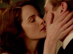 Matthew and Mary kiss and make up on Downton Abbey Season 3 Episode 1