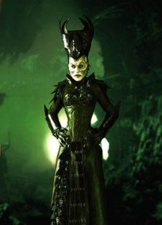 War Minister Ahkna played by Francesca Buller, Ben Browder's real life wife! Claudia Black said Ahkna looked scary because of the hat! LOL, I agree!- Farscape