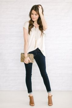 skinny jeans + flowy top (via Bloglovin.com )
