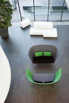 Privacy furniture | Break-out-Privacy areas | Aura Sofa | Inno. Check it out on Architonic