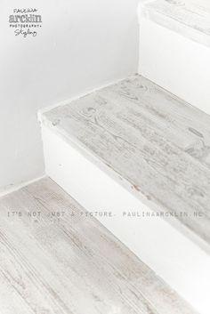 Ideas for white stairs wooden Villa Interior, Interior Design Living Room, Interior Door, White Washed Floors, White Stairs, Wood Stairs, Basement Stairs, Whitewash Wood, Timber Flooring