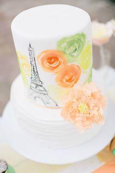Bolo dos noivos inspirado em Paris. #casamento #bolodosnoivos #Paris #TorreEiffel #flores