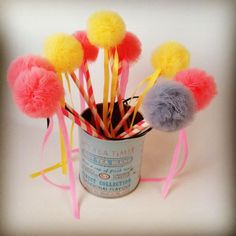 Little tulle lollipops are ready for the party! Decor and enjoy! Tulle Pompoms, Lollipops, Sewing For Kids, Gifts For Kids, Tutu, Birthday Gifts, Bows, Table Decorations, Handmade Gifts