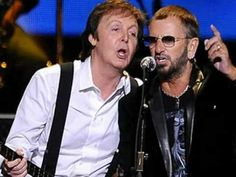 Paul McCartney live in New York City performing I saw her standing there. Lyrics are: 1 - 2 - 3 - 4 ! Dance Videos, Music Videos, Paul Mccartney Live, Paul Mccarthy, Travelling Wilburys, Intimate Photos, Sir Paul, Ringo Starr, Great Bands