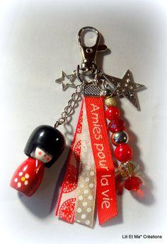 """Bijou de sac, grigri, Lili et Ma* Créations """"AMIES POUR LA VIE"""" : Porte clés par lili-et-ma-creations Zipper Jewelry, Diy Jewelry, Clay Keychain, Valentine Gifts For Girlfriend, Kokeshi Dolls, Bijoux Diy, Key Fobs, Key Chains, Leather Craft"""