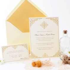 In Love with this Wedding invitation with delicate and elegant vintage design in golden tones. www.azulsahara.com