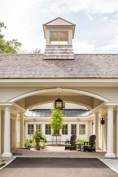 Contemporary courtyard cottage infused with elegance in Maine Porte Cochere, Interior Exterior, Exterior Design, Porches, Future House, My House, Home Design, Patio Design, Breezeway