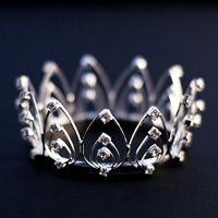 Pretty crown in simple design. I like the triple bows.