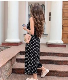 Stylish Girls Photos, Stylish Girl Pic, Girl Photos, Casual Day Outfits, Girl Outfits, Hijab Fashion, Fashion Dresses, Western Dresses For Girl, Mode Poster