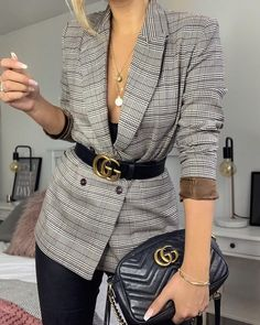 Look blazer xadrez com cinto na preto gucci na cintura. Blazer outfits with work fashion ideas Source by kirassip Look blazer xadrez com cinto na preto gucci na cintura. Blazer outfits with work fashion ideas Source by kirassip Winter Fashion Outfits, Work Fashion, Fall Outfits, Travel Outfits, Fashion Ideas, Summer Outfits, Woman Outfits, Fashion Quotes, Fashion 2020