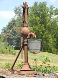 Old waterpump...they had these at Washington Crossing, we drank from them but they weren't as rusty.