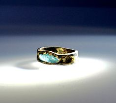 A very unusual raw blue diamond set in this Fault Line Collection mens…
