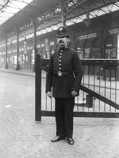 vintage everyday: Black & White Photographs of The Police Officers from 1890–1930