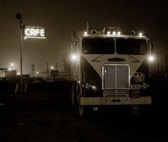 rock and roll americana Cool Trucks, Big Trucks, Semi Trucks, Tow Truck, Bakersfield California, Truck Transport, Freightliner Trucks, Old Gas Stations, Vintage Trucks