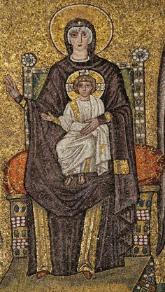 Basilica di Sant'Apollinare Nuovo, Ravenna. Il mosaico dell'inizio del VI secolo.  Il periodo di Teodorico. MADONNA IN TRONO COL BAMBINO