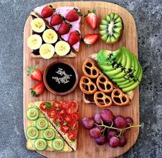 40 Food Ideas For Party Health enters on mouth and therefore take care what you are entering into your body. In fact, fruits and vegetables should be part of your every day. Easy Healthy Dinners, Healthy Snacks, Healthy Eating, Healthy Recipes, Detox Recipes, Gelato, Tumblr Food, Aesthetic Food, Food Inspiration