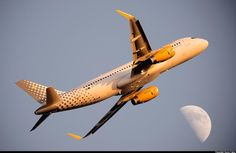 #LaFelicidadEsViajar con @Vueling Airlines! photo: @SorceFabio #RSC #FCO #avgeek #airbus #a320