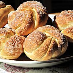 Kristallipullat - Kotikokki.net - reseptit Deli, Bagel, Food To Make, Hamburger, Bread, Baking, Recipes, Sweets, Gummi Candy