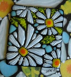 daisy-I like the combination of hand painting with fused glass. Fused Glass Plates, Fused Glass Art, Mosaic Glass, Stained Glass Flowers, Stained Glass Patterns, Slumped Glass, Fusion Art, Glass Ornaments, Crafts