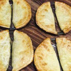 The Polynesian Kitchen: PAI FALA (Pineapple Pie)-Or Half-Moon Pie Pineapple Pie Recipes, Peach Pie Recipes, Hawaiian Recipes, Tongan Food, Fijian Food, Samoan Food, Half Moon Pie Recipe, Palusami Recipe, Pai