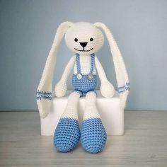 ✨Милый зайка от @efimka.crochet замечательная идея для подарка ребенку! ✨Заказать и задать интересующие вопросы можно в профиле автора@efimka.crochet ===================  #ручнаяработа #своимируками #хендмейд #handmade #ярмаркамастеров #эксклюзив #авторскаяработа #вдохновение #идея #творчество #чтоподарить #идеядляподарка #подарокребенку #подарокмалышу #вязаниеназаказ #украшениеинтерьера #дляинтерьера #детскаякомната #вязанаяигрушка #вязаныйзайчик #белыйзайчик #игрушканазаказ