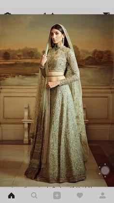 Trendy Ideas For Indian Bridal Outfits Sabyasachi Saris Wedding Lehnga, Indian Bridal Lehenga, Indian Bridal Outfits, Indian Bridal Fashion, Indian Bridal Wear, Pakistani Bridal, Wedding Wear, Golden Bridal Lehenga, Sabyasachi Lehenga Bridal