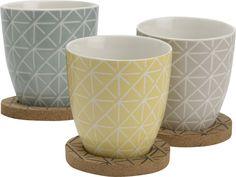 Envie de recevoir vos convives avec goûts, optez pour cet ensemble de 3 mugs accompagné de leur sous-tasses. Tableware, Crafts, Cups, Casket, Mugs, Glass House, Envy, Dinnerware, Manualidades