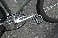 *AFFINITY* lo pro complete bike BLUE LUG custom  SPEC Frame: *AFFINITY* lo pro (money green) Wheels: *H PLUS SON* suler lite rim  × *GRAN COMPE* small track hub Crankset: *AFFINITY CYCLES* original crankset (silver) Brake lever:*CANE CREEK* crosstop brake levers (black) Stem:*SIM WORKS* tomboy stem (silver) Handle: *NITTO* rb001aa BL special (silver) Saddle: *DIXNA* Seatpost: *DEDA* rs-01 seatpost (silver) Pedal: *DIXNA*