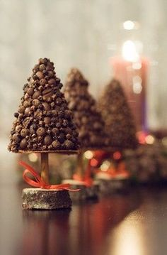 Christmas tree decorations made from cloves, peppers, and coffee beans.