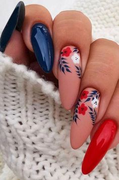 Amazing and Stylish Christmas Nails Decoration Ideas Part 31 How to paint your nails this Christmas? The parties deserve a special Christmas look with a Christmas makeup and a special manicure. The star colors for the base of your nails Cute Christmas Nails, Christmas Nail Designs, Christmas Makeup, Christmas Tree, Holiday Nails, Winter Christmas, Christmas Manicure, Simple Christmas, Christmas Christmas