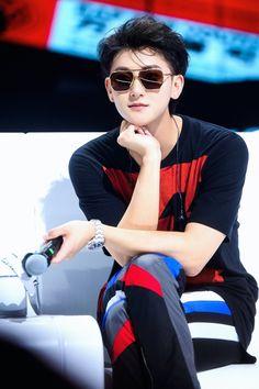 Bts Vs Exo, Tao Exo, Chanyeol Baekhyun, Blouse Designs High Neck, Korean Drama Songs, Kim Jong Dae, Huang Zi Tao, Korean Boy, Chinese Man