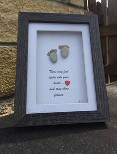 Pitterpatter of tiny feet, ideal gift for a new born baby with the verse saying those tiny feet tiptoe into your heart and stay there forever, a gift that is unique. frame size 5x7 when ordered pebble colours may vary.