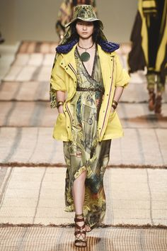 #Etro   #fashion  #Koshchenets Etro Spring 2017 Ready-to-Wear Collection Photos - Vogue