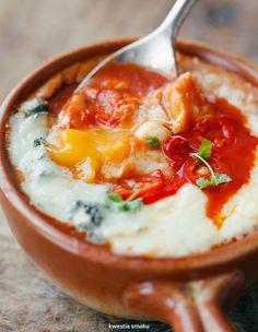 Jajka zapiekane w sosie pomidorowym