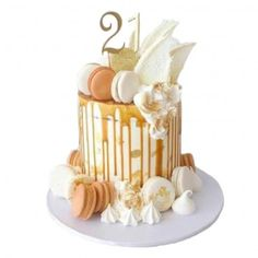 Our divine Luxury Caramel Drip Cake is one cake that will certainly get the taste buds going. A delicious mud cake, decorated with a vanilla buttercream and an decadent caramel drip. Each cake is decorated with a Macarons, yummy meringues and choc shards. Pretty Cakes, Cute Cakes, Beautiful Cakes, Yummy Cakes, Amazing Cakes, 21st Cake, 21st Birthday Cakes, Birthday Beer, Cake Cookies