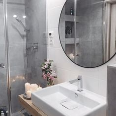 Czas na relaks - sobotne rytuały ♀️ . . . . . #goodnight #bath #bathtime #bathroom #chillout #relax #whitehome #interiordesign #interior #homeinspiration #evening #eveningmood #eveninglight #cozyevening #bathroom #bathroomdesign #bathroomdecor #bathrominspo #whitebathroom #greybathroom #cozybathroom #minimalmood #lannamobler#minimalove #stue #boligdrøm #mynordicroom #homeinspo #bathroomdetails #scandinavia #ensuite