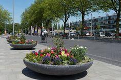 Plein West, het wijkwinkelcentrum aan de Dr. Wiardi Beckmansingel in het centrum van de Westwijk.