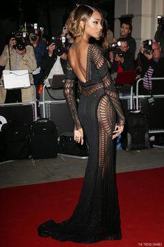 jourdan-dunn-red-carpet-in-zuhair-murad-couture-fall-2014-gq-men-of-the-year-awards-sequin-fishnet-long-sleeve-black-dress-short-hair-celebrity-fashion-style-deep-v-back.jpg (900×1350)