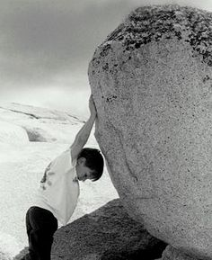 A #Força em nós A força, nos impulsiona para resolução das nossas dificuldades; A força, nos leva a pensar antes de agir; A força, nos dá a direção para a superação; A força, nos remete a pesarmos o que realmente somos; A força, nos faz aprender a enxugar as lágrimas e seguir adiante; Leia mais em: www.facebook.com/gracaetoluis?ref_type=bookmark