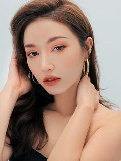 Korean Makeup Brushes in 2020 Makeup Goals, Makeup Inspo, Makeup Inspiration, Lip Makeup, Makeup Brushes, Beauty Makeup, Asian Makeup, Korean Makeup, Best Korean Moisturizer