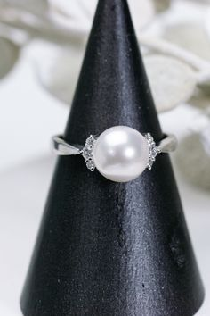 サイドのダイヤモンドがキュートなアコヤパールリング Pearl Earrings, Pearls, Jewelry, Fashion, Moda, Pearl Studs, Jewels, Fashion Styles, Schmuck