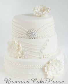 white wedding — Round Wedding Cakes